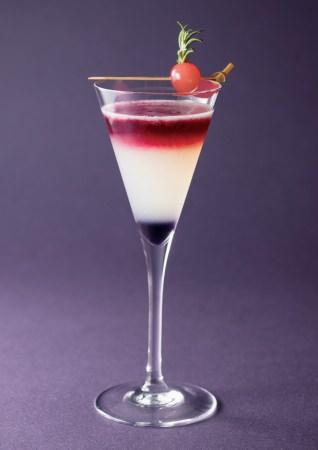 """平成から令和へ。グラスの中で時の流れを表現 """"慶祝カラー""""とともに 新元号の幕開けを慶ぶカクテル 2019年5月1日(水・祝)より ホテル阪急インターナショナルにて販売"""