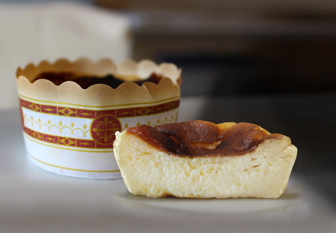 チーズがコンセプトの新スイーツブランド [青山フロマージュ]誕生  第一弾は今、話題の黒いチーズケーキ「バスクチーズケーキ」を 大丸東京店で発売