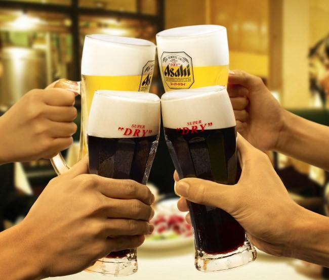 仲間で乾杯