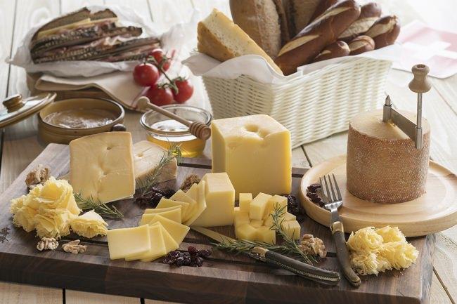 世界のチーズプラッター