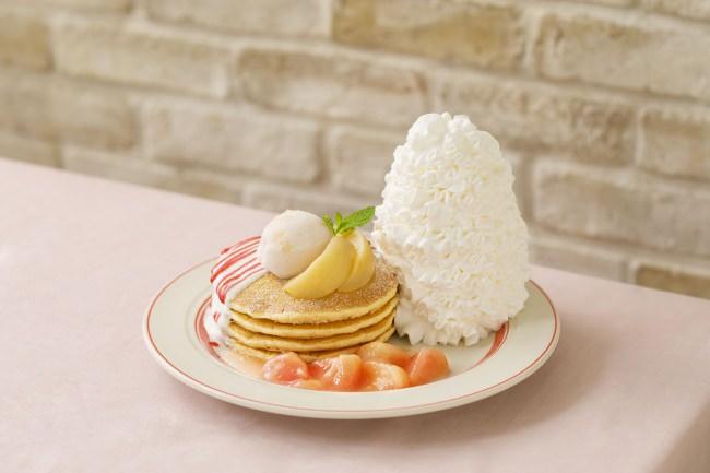 "Eggs 'n Thingsより""桃尽くし""のパンケーキが登場!「白桃とヨーグルトソースのパンケーキ」2019年6月25日(火)~7月31日(水)期間限定販売"