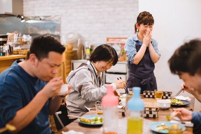 カフェの様子。photo by Waki Hamatsu