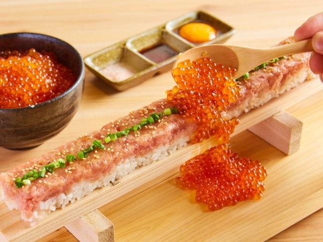"""「ゑびす鯛 横浜店」のオープン1周年を記念し、トレンド韓国グルメの""""ユッケ寿司""""にいくらがこぼれる贅沢トッピングの『選べる3色海鮮ユッケ寿司』を8/20~半額で提供!"""