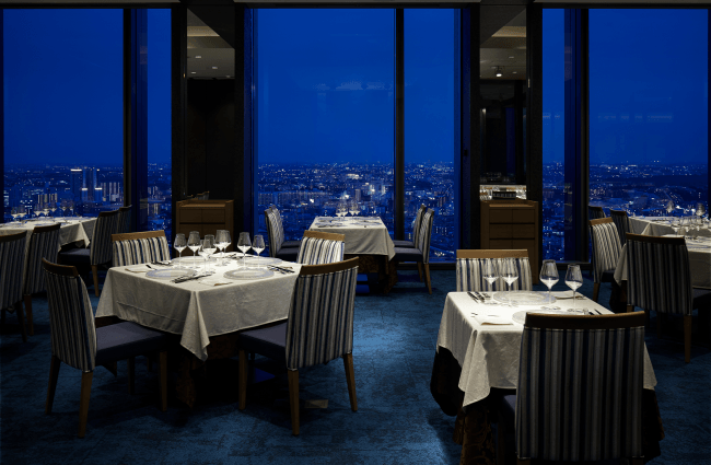 The 30th Restaurant ディナータイム内観