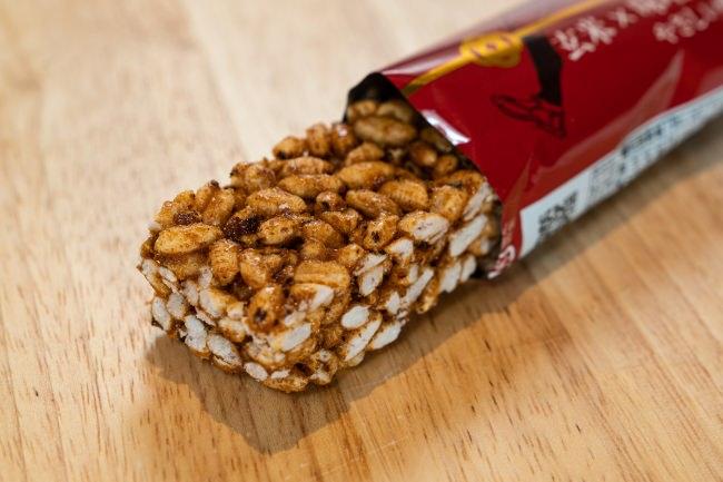 甘くない、日本食の「玄米 × 味噌 シリアルバー」。栄養豊富で腹持ちがよく、ダイエットや子どもの塾食に最適な補食として発売開始