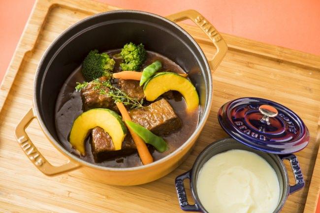 熊本県産あか牛の赤酒煮込み マッシュポテトとともに