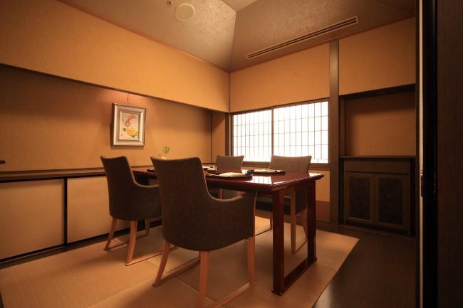 畳敷き椅子テーブル席(2~4人定員)