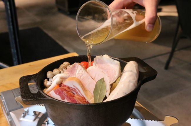 水を使わずビールのみで煮込む「ビール鍋」
