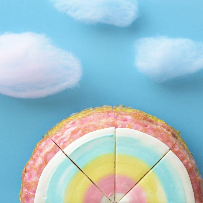 """銀座コージーコーナー、""""ゆめかわ""""をテーマにした期間限定「レインボーミルクレープ」11月15日 新発売。"""