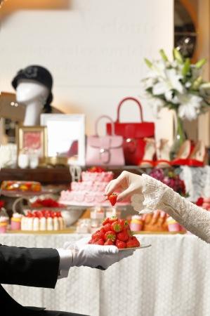 【セント レジス ホテル 大阪】アスター夫人のデザートサロン「ストロベリー・ブティック」を開催