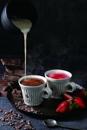 甘くて温かい・濃厚イチゴと濃厚オーガニックチョコ、二種類のスイーツ感覚なホットスムージーが登場<1月6日(月)から期間限定販売開始>