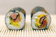 「A4黒毛和牛熟成肉焼肉Yakiniku221」恵方巻2020。昨年100本完売の恵方巻きがパワーアップで登場。今年は「熟成肉の低温調理」「熟成肉の炙り」の2種