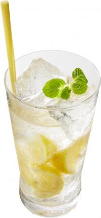 ライチの甘みとレモンの酸味が楽しめるウオツカベースのサワー。マドラーがわりのレモングラスで混ぜて、タイ気分を味わってください。