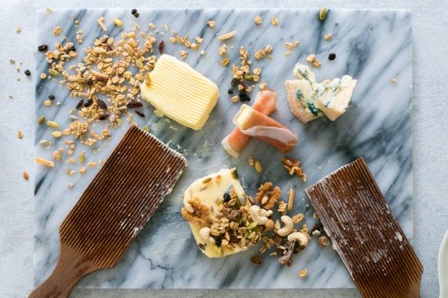 """カノーブルから""""大人のこだわりバター""""が登場。料理のようにそのまま食べる「グルメバター」を出来たての新鮮な状態でお届けする新しいサービスを開始。"""
