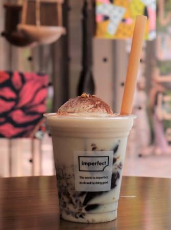 夏限定!imperfectアーモンドラテフロート with クラッシュコーヒーゼリー~女性が育てるコーヒー豆から作ったコーヒーゼリー~