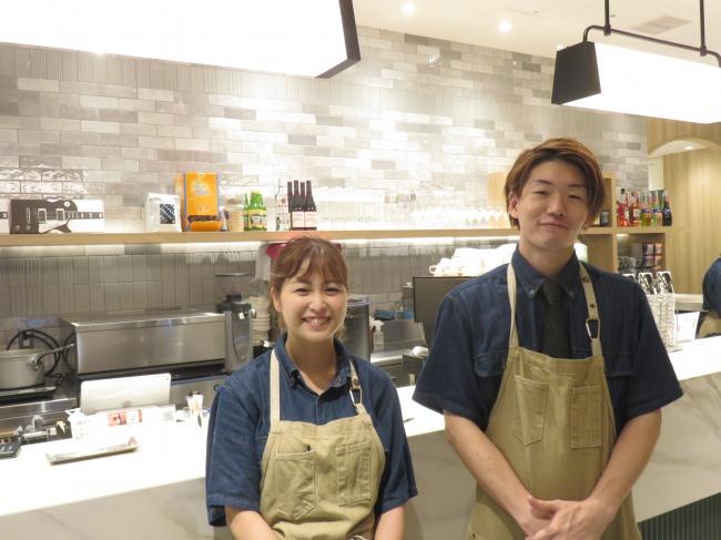 店長・森下将登さんとスタッフの橘木美咲さん