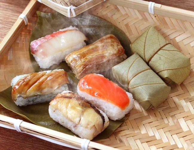 新発売した「蒸し柿の葉寿司5種20個入」