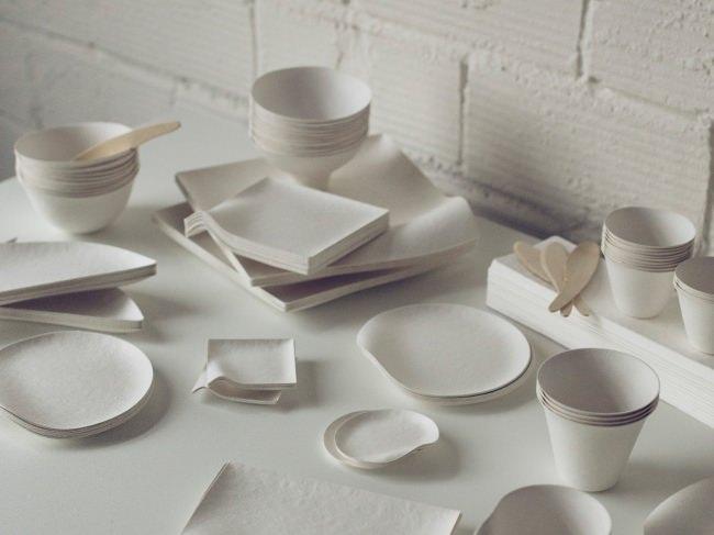 環境に優しく美しい紙の器WASARAを使用。原料は「竹」と「サトウキビ」の繊維で作られていて、埋めると90日で堆肥化される。