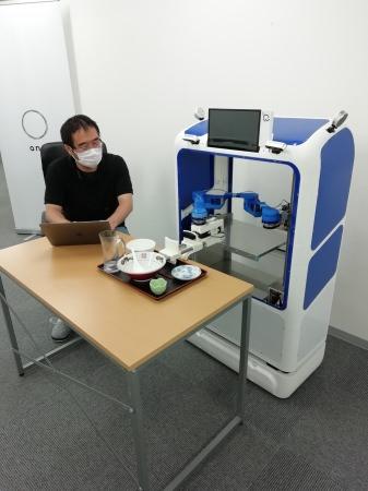 NEDO STSに採択されたスマイルロボの下膳ロボット
