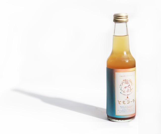 250mlの瓶飲料。蓋をあけえればスパイシーな香りが立ち込めるRTD飲料。ファンアンケートに応えた商品開発である。