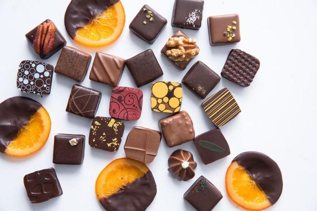 「デカダンス ドュ ショコラ」のこだわりショコラスイーツを「カフェ ラ・ボエム 麻布十番」で販売開始
