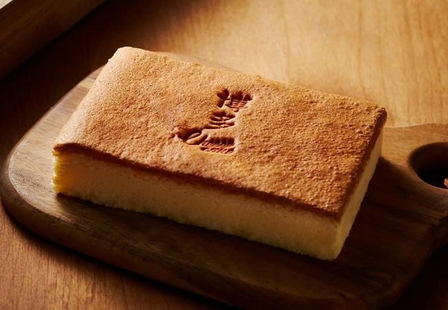 九州産のこだわり素材を使用した「木枠でじっくり焼き上げたチーズケーキ」福岡空港限定発売