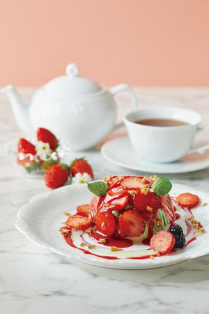 苺とピスタチオムースのフレーズバロン