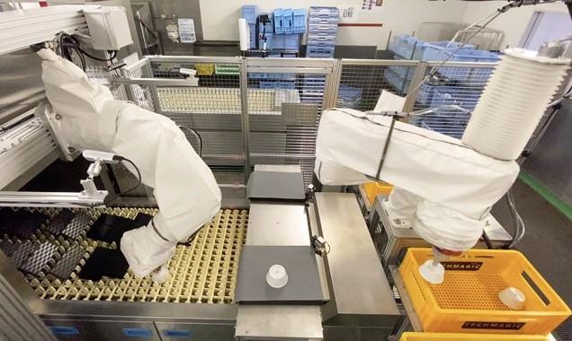 ▲ANAC羽田工場内のコンベア式洗浄機に設置されたfinibo②