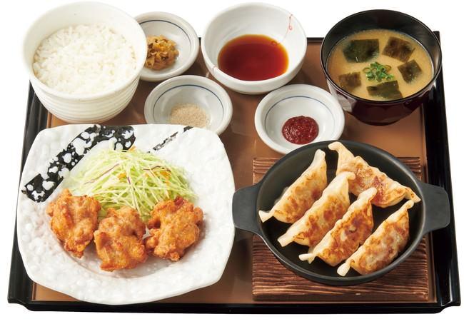 鉄板餃子とから揚げの定食 860円(税込)