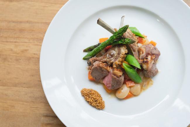 仔羊背肉のローストと骨つきバラ肉のブレゼ