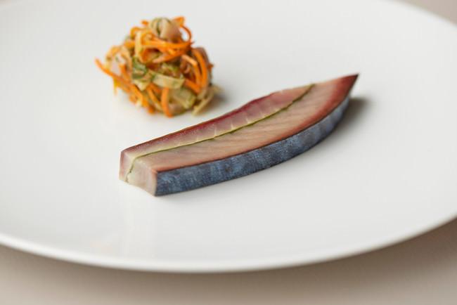 軽やかで繊細さに満ちた新たな解釈によるフランス料理