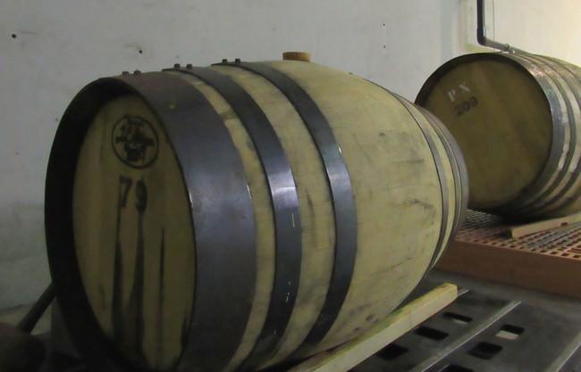 ウイスキー樽で熟成中の様子