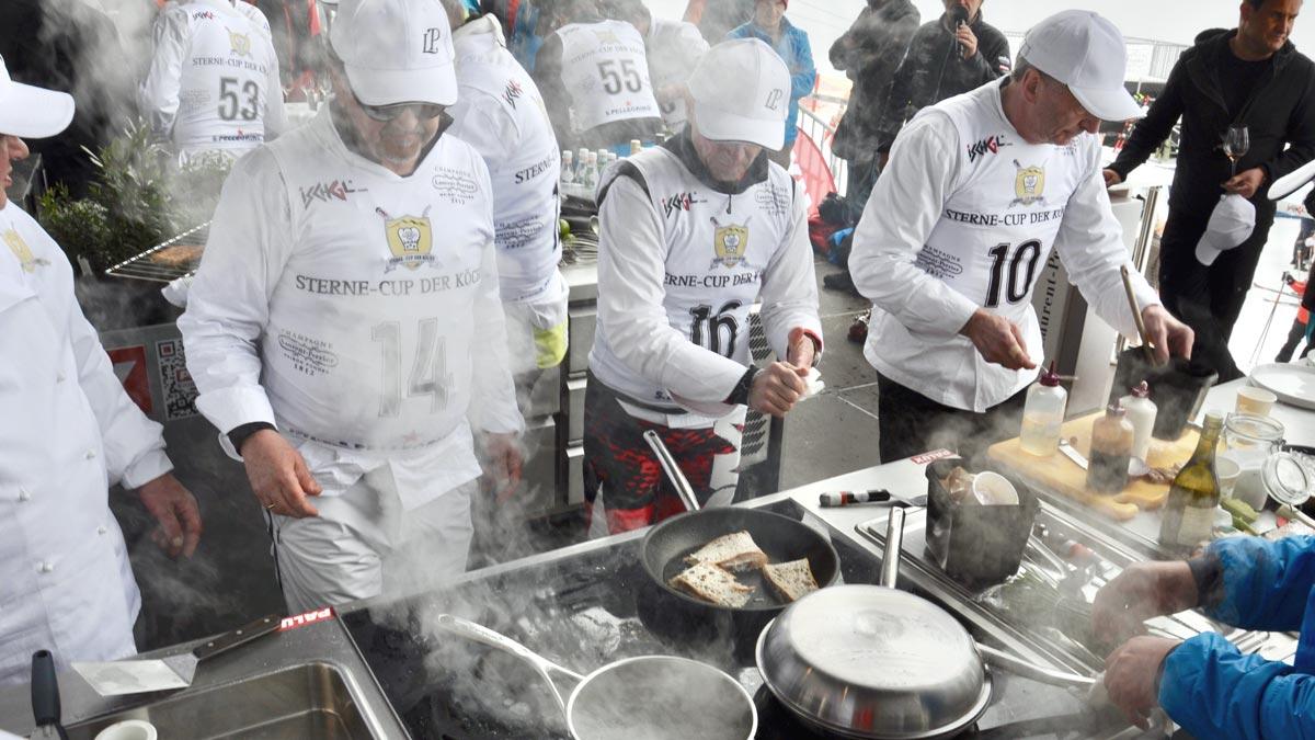 Die Köche beim Life-Cooking auf der Idalp-Bühne