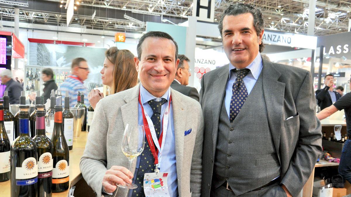 Dr. Flavio Nuti, La Regola, Riparbella und Importeur Adolfo Massi, Köln (r.)
