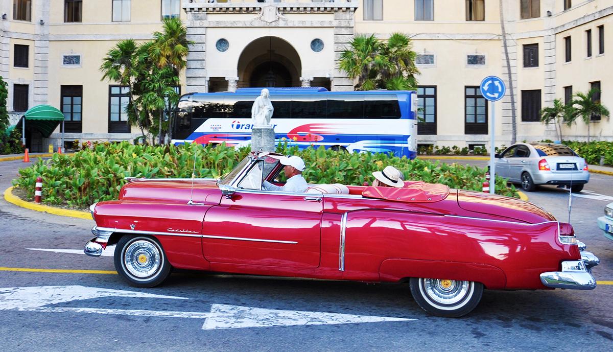 So fährt man im Grand Hotel Nacional de Cuba standesgemäß vor: 1954 Cadillac Eldorado Convertible