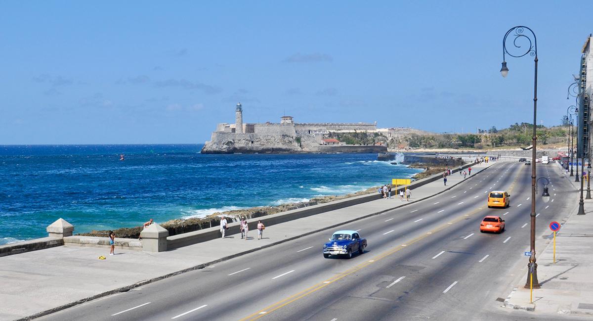 Restaurant Castropol: Herrlicher Blick von der Terrasse auf den Malecón und die Festung