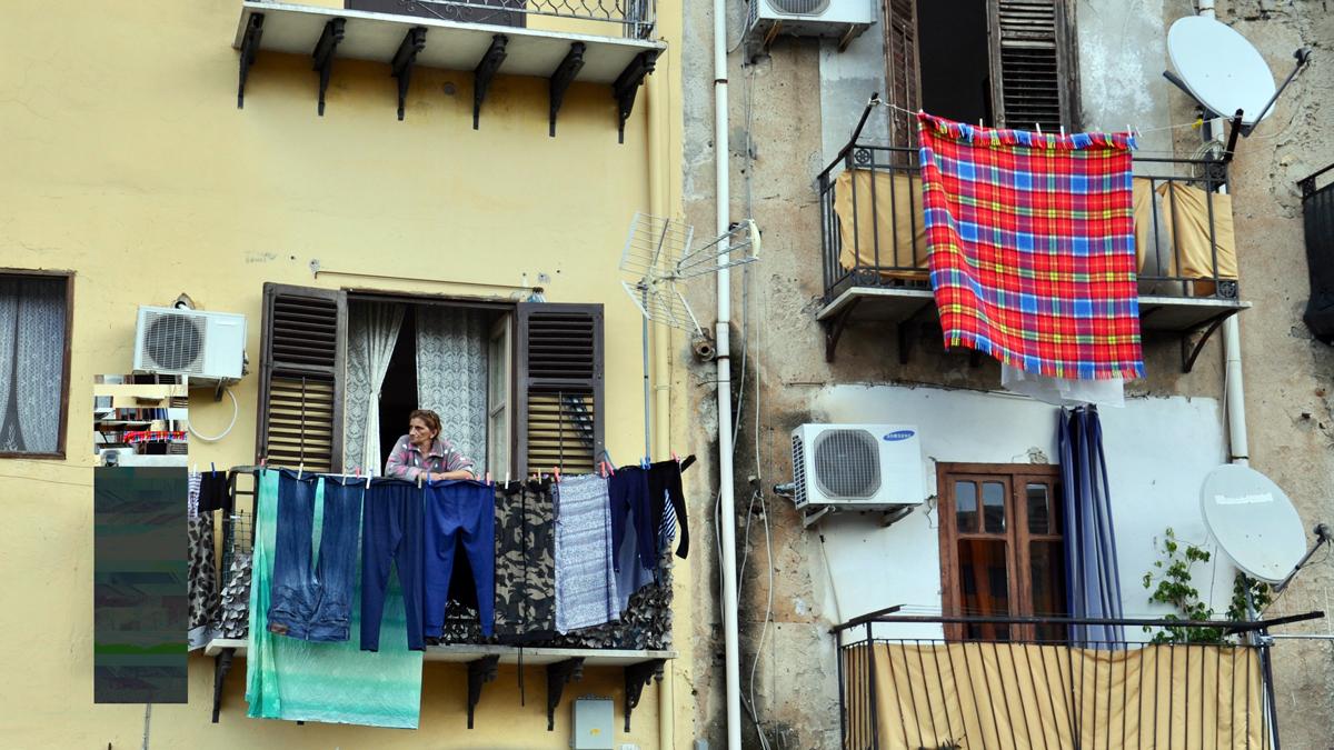 Der Balkon: meist schönster Platz der dunklen Wohnungen. Foto HvF