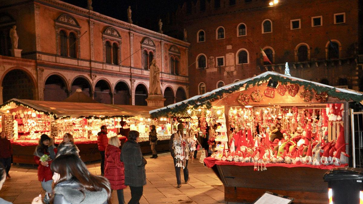 Weihnachtsmarkt im Palazzo della Ragione. Foto WR