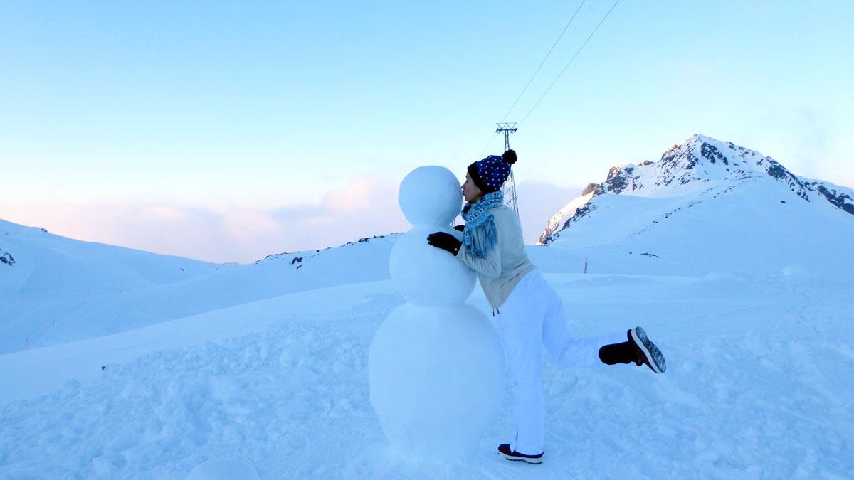 Zum Üben wurde draußen ein Schneemann gebaut. Foto IH