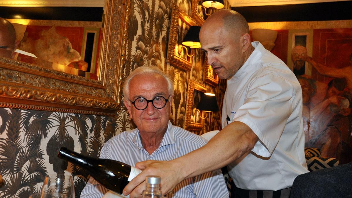 AZ-Zait, Chef Antonio: Auch als aufmerksamer Sommelier aktiv. Foto WR
