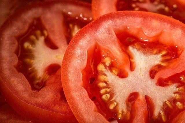 Tomate fraîche coupée