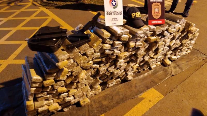 Ação conjunta PRF, PM e Civil apreende 230 kg de maconha e uma pistola na BR 282 em Campos Novos – Santa Catarina