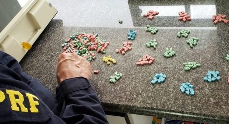 Homem procurado pela justiça é preso com 500 comprimidos de ecstasy na BR 101 em Barra Velha