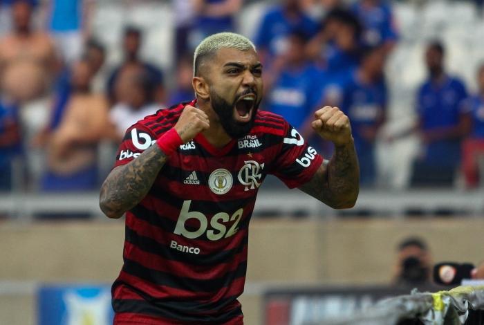 Flamengo artilheiro vive jejum de gols de falta