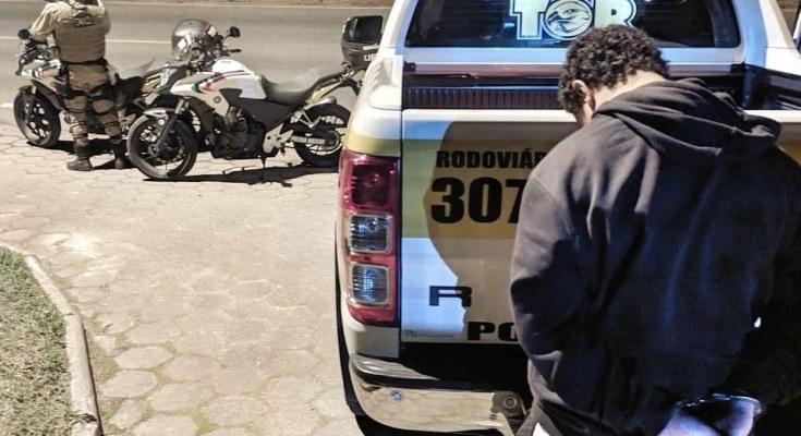 PROCURADO POR TRÁFICO DE DROGAS É PRESO PELA POLÍCIA MILITAR RODOVIÁRIA EM FLORIANÓPOLIS