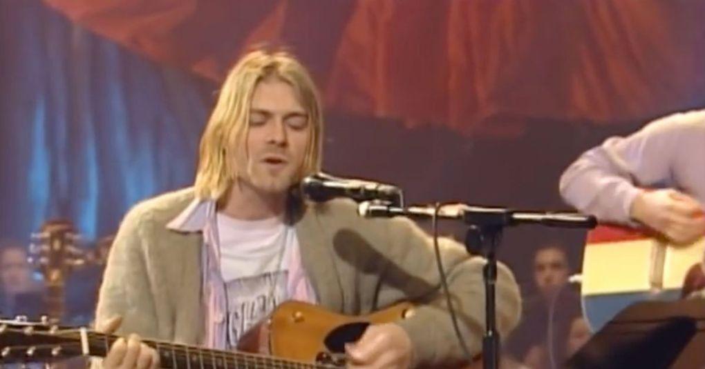 Od cigarete ožgano jopo Kurta Cobaina bodo dali na dražbo