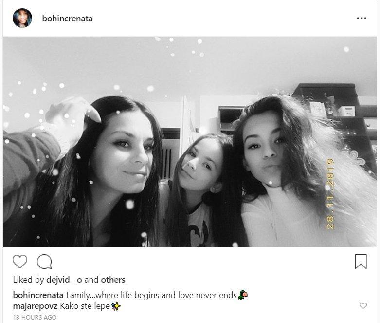 Renata Bohinc je v družbi hčerk videti tako mladostno kot, da bi bile sestre