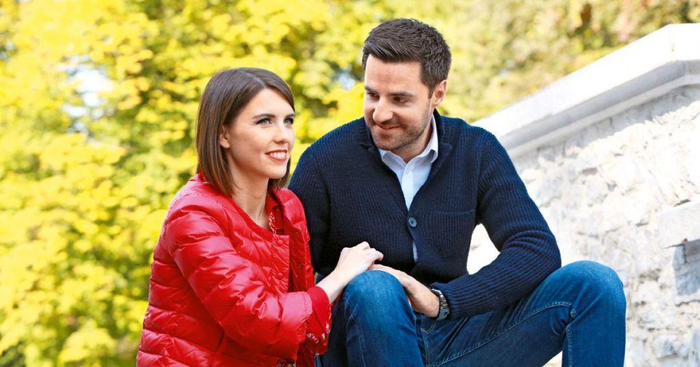 Novinarski par v veselem pričakovanju: Mirko Mayer in Kaja Flisar bosta zibala