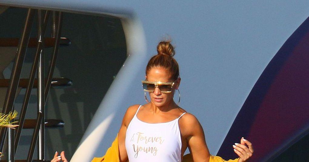 Jennifer Lopez v oprijetih pajkicah pokazala svojo izklesano zadnjico