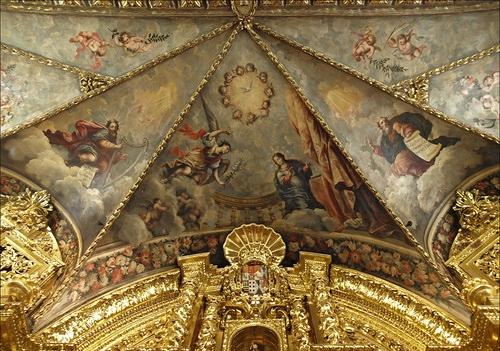 La capilla de San José, con sus pinturas en el techo
